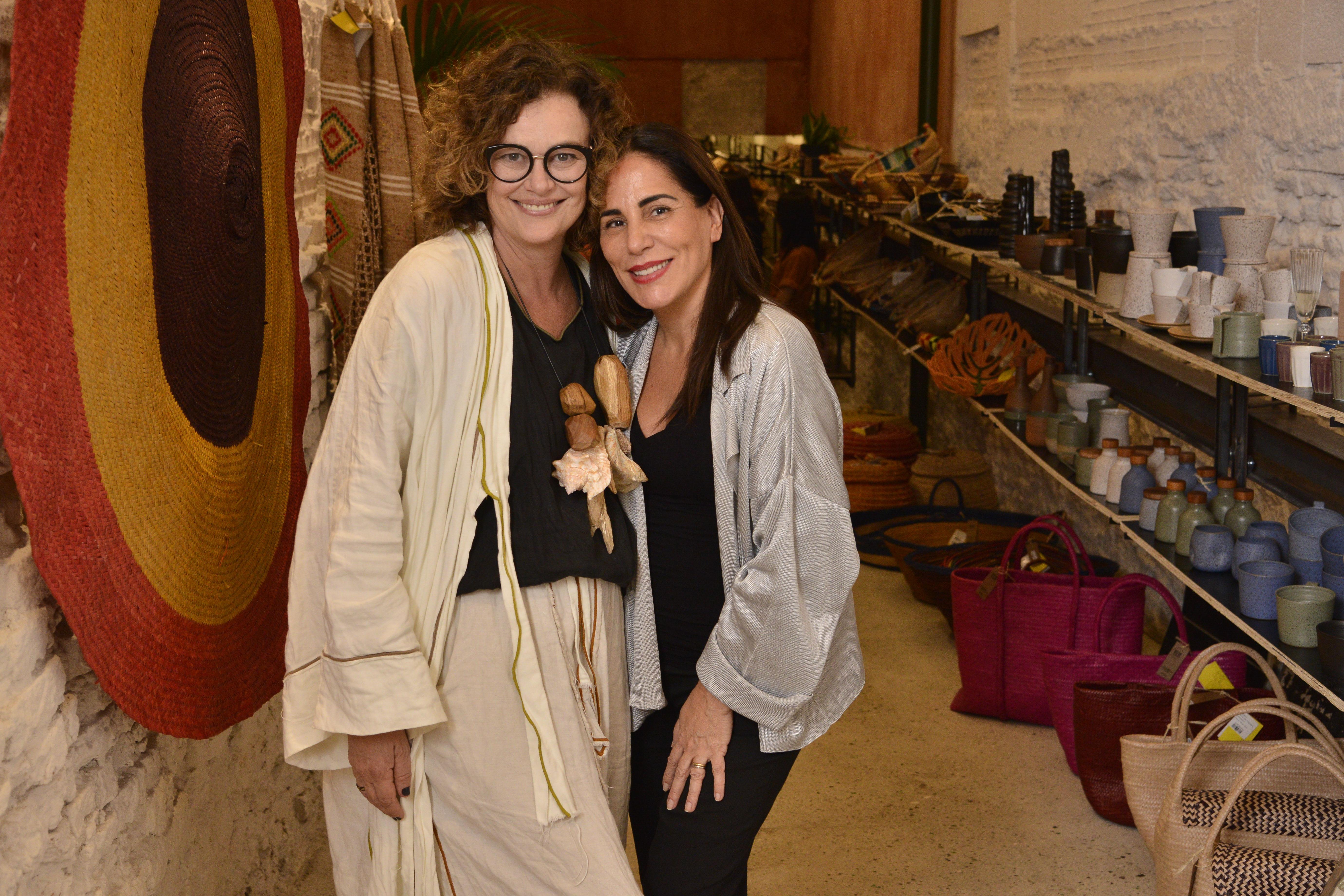 Betty Prado e Glória Pires na entrada da loja Bemglô / Foto: João Sal