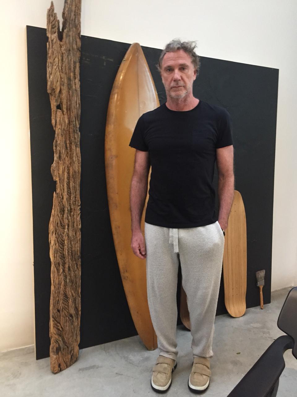 Oskar Metsavaht em seu escritório no HQ da Osklen / FFW