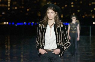 Look do desfile da Saint Laurent no Verão 19 / Cortesia