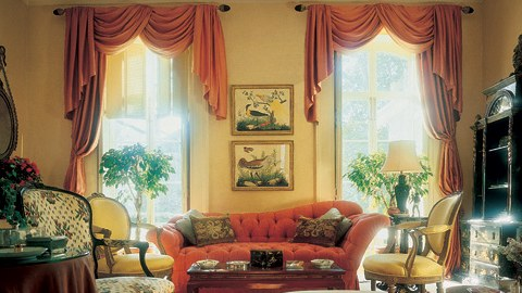 Sala decorada por Sister Parish / Reprodução
