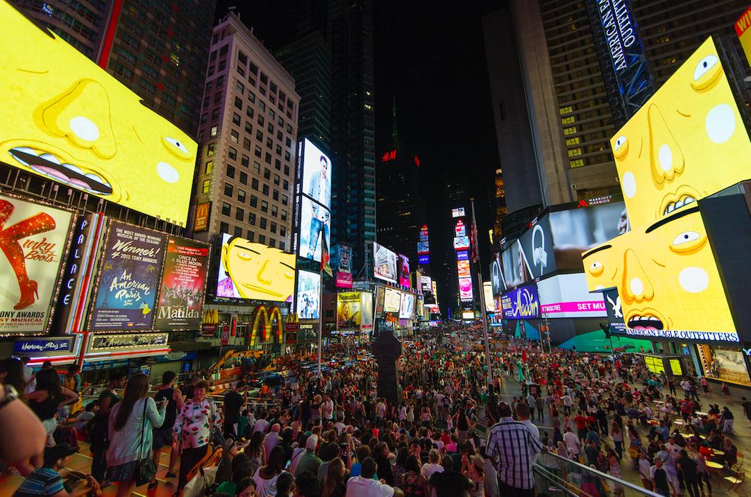 Parallel Connections Midnight Moment, 2015 Times Square, Nova York, Estados Unidos / / Cortesia dos artistas