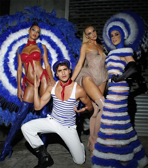 Lais Ribeiro, Jhona Burjack, Carol Trentini e Camila Coutinho entre os convidados vestidos por Gaultier no Carnaval 2019 / Divulgação