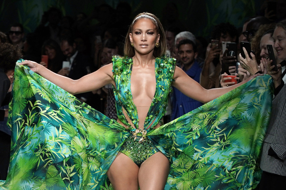 Jennifer Lopez e o vestido Versace bordado na India