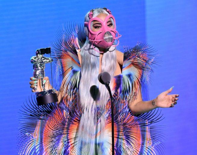 look de alta costura Iris van Herpen. foto: cortesia MTV