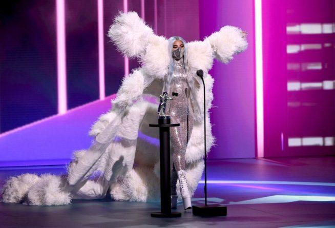 look de alta costura Valentino. foto: cortesia MTV
