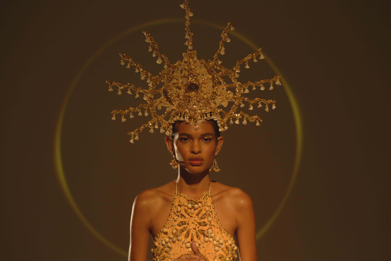A modelo Emilly Nunes na apresentação de Victor Hugo Mattos / Foto: Cortesia