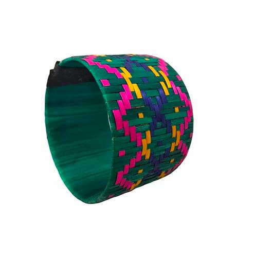 Pulseira de grafismo feita com fibra de buriti da Kotiria / Reprodução