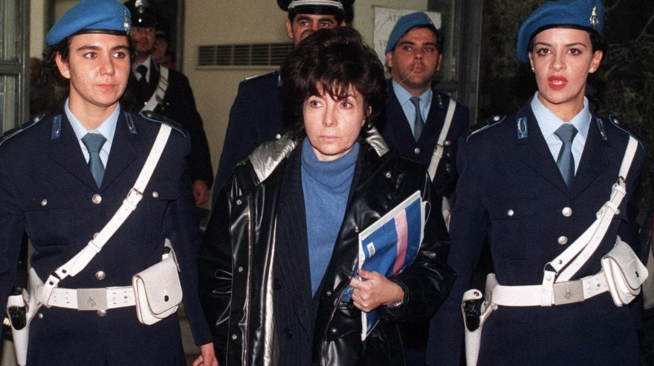 Patrizia saindo da prisão após cumprir 17 anos de pena
