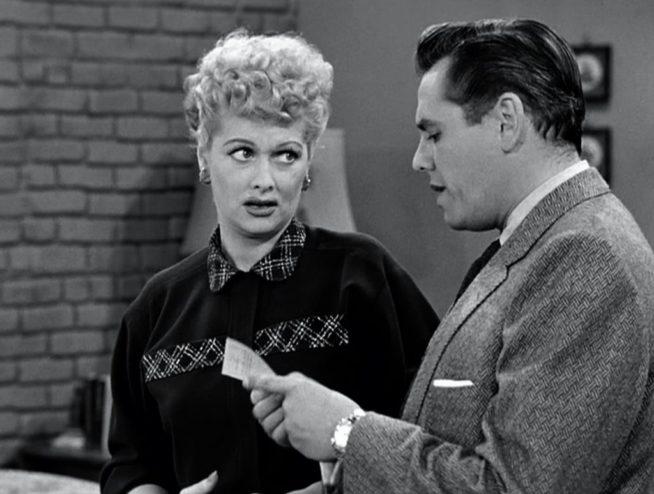 Uma das homenageadas de Wandavision, a sitcom clássica dos anos 50 'I Love Lucy', inaugurou os formatos como conhecemos hoje era estrelada pelo hilário casal Lucille Ball e Desi Arnaz