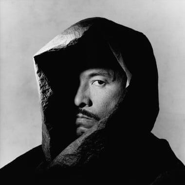 Issey Miyake em 1988 por Irving Penn