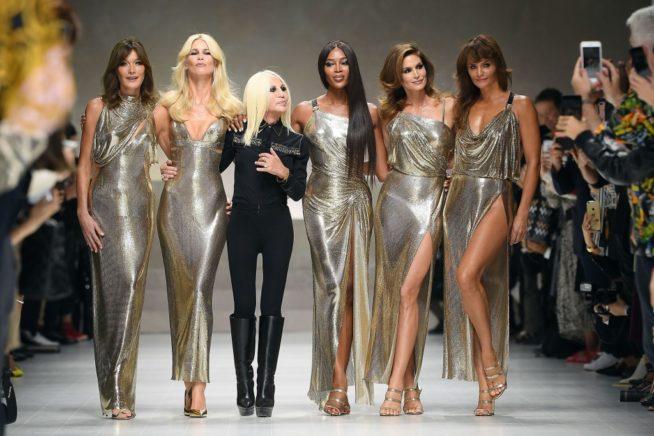 Supermodels voltam a passarela da Versace em 2017