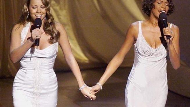 """Whitney Houston e Mariah Carey cantam a música tema da animação """"O príncipe do Egito"""" em 1999"""