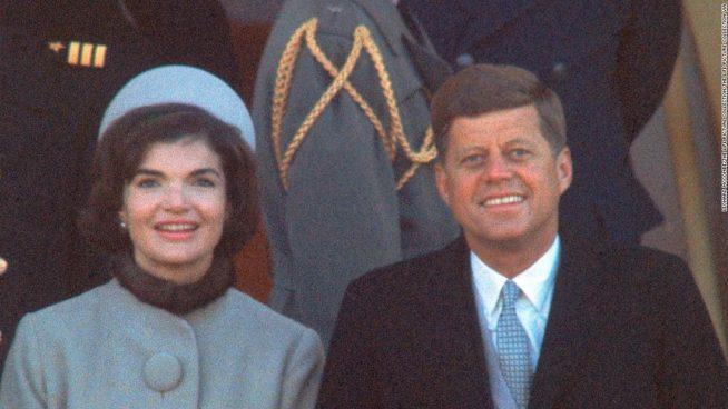 JFK e Jackie com a Pillbox