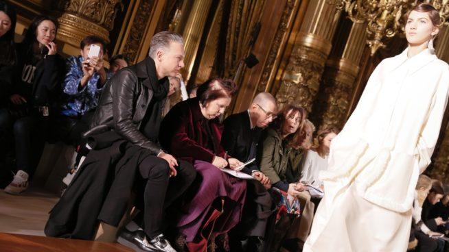 cool hunters e jornalistas de moda em ação durante a Fashion Week. foto: reprodução