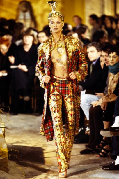 Linda Evangelista no desfile de Inverno 1997 de Galliano / Foto: Reprodução
