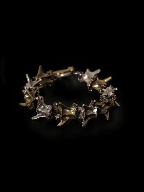 Skull (R$ 1.300) skullonline.com.br