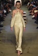 Ombros de fora - Givenchy