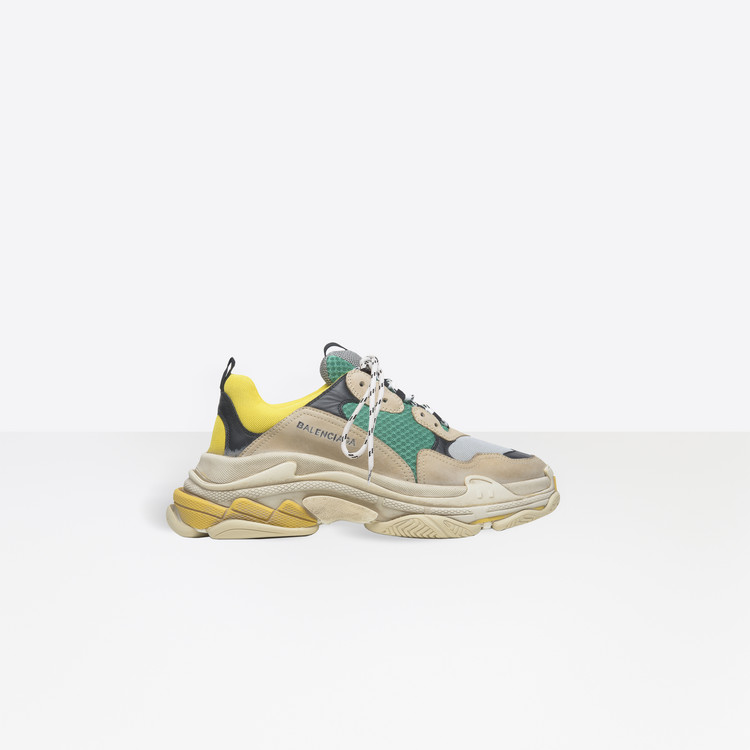fdf87d56a1c7 Ugly chic: aumenta o frisson em torno do dad sneaker com o lançamento do  novo tênis da Balenciaga // Trends // FFW